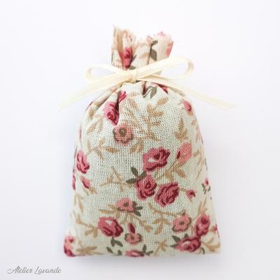 Sachet de lavande de Provence avec tissus imprimé motif floral avec des roses