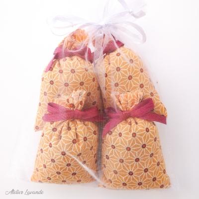 4 Sachets de lavande de Provence avec tissus imprimé motif géométrique floral